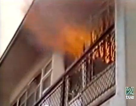 Arde en llamas la embajada española