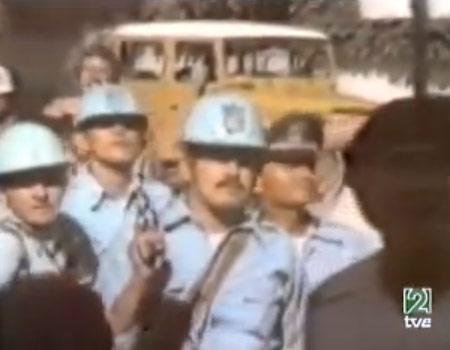 Policias rodean embajada de España