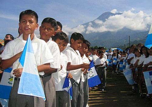Niños juramento a la bandera