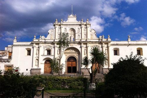https://www.deguate.com/artman/uploads/36/catedral-antigua-guatemala.jpg