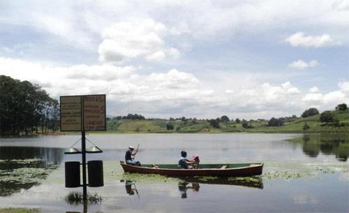 http://www.deguate.com/artman/uploads/38/La-laguna-lemoa-4.jpg