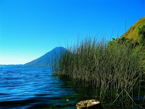https://www.deguate.com/artman/uploads/38/Volcan-San-Pedro-desde-Santa-Cruz.jpg