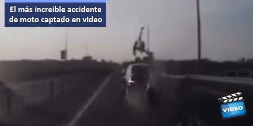 Asombroso accidente de moto - suerte