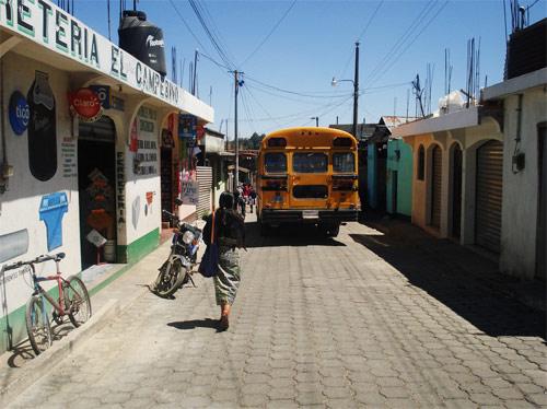 Calles de Santa Apolonia, Chimaltenango, Guatemala