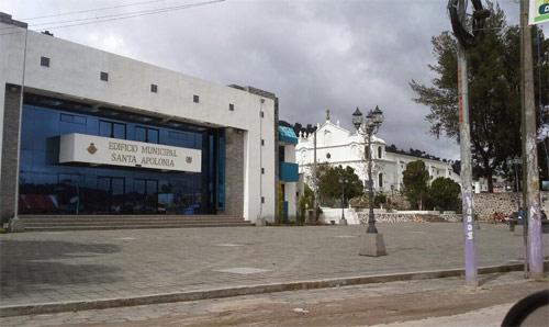 Edificio Municipal de Santa Apolonia e iglesia al fondo, Chimaltenango, Guatemala