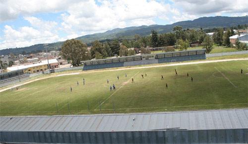 https://www.deguate.com/artman/uploads/39/Estadio-de-Santa-Cruz-del-Quiche.jpg