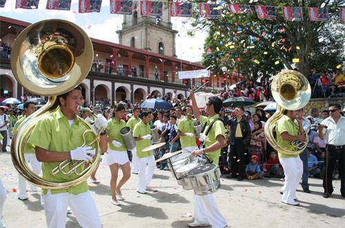 https://www.deguate.com/artman/uploads/39/Fiesta-Santa-Cruz.jpg