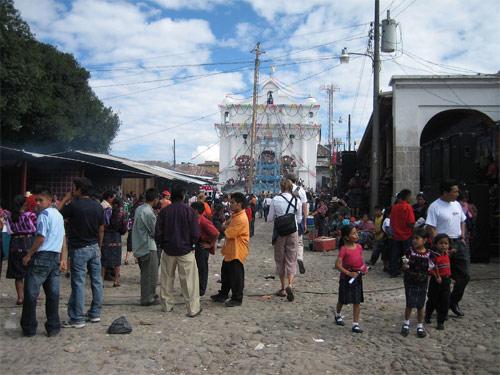 https://www.deguate.com/artman/uploads/39/Frente-Iglesia-en-Santa-Cruz-del-Quiche.jpg