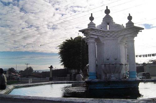 Fuente en Plaza central de San Andrés Itzapa, Guatemala