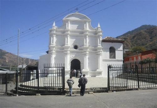 https://www.deguate.com/artman/uploads/39/Iglesia-Sacapulas-Quiche-01.jpg