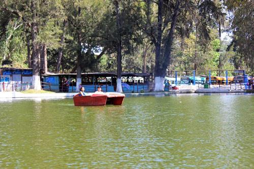 Bici-lanchas en laguna de Los Aposentos, Chimaltenango