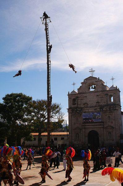 https://www.deguate.com/artman/uploads/39/Palo-de-los-voladores-en-Joyabaj.jpg
