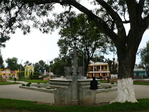 Plaza central, fuente e Iglesia de Parramos, Chimaltenango