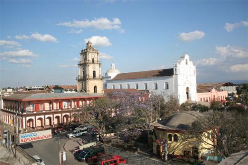 https://www.deguate.com/artman/uploads/39/Parque-central-Santa-cruz-del-Quiche_1.jpg