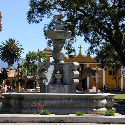 Fuente y Catedral de Párramos, Chimaltenango, Guatemala