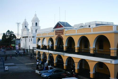 Palacio municipal en Plaza central de Chimaltenango, Chimaltenango, Guatemala