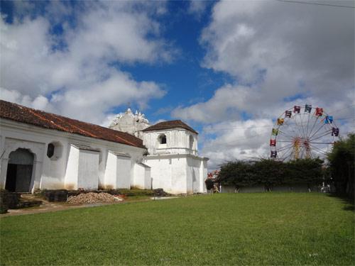 Parte posterior de la Iglesia San Juan Bautista en San Juan Comalapa, Chimaltenango