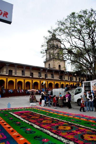 https://www.deguate.com/artman/uploads/39/Semana-Santa-en-Santa-Cruz-del-Quiche.jpg