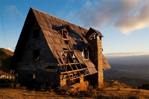 Vieja cabaña abandonada a pocos metros del Mirador Juan Diéguez Olaverri, Huehuetenango