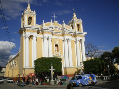 Catedral en el Parque Central de Huehuetenango, Huehuetenango