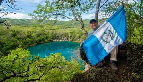 Los Cenotes de Candelaria, Nentón, Huehuetenango, y bandera nacional