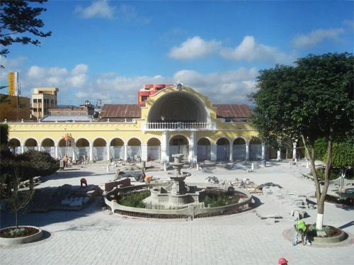 Construcción de la concha acústica en Parque Central de Huehuetenango, Huehuetenango