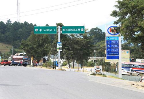 Señalizaciones hacia Huehuetenango, Guatemala.