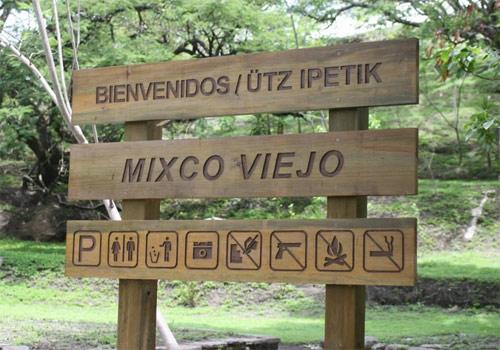 Entrada de Mixco Viejo, San Martín Jilotepeque, Chimaltenango, Guatemala.