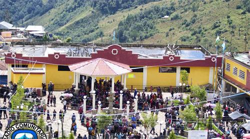 Fiesta patronal en el parque de San Mateo Ixtatán, Huehuetenango