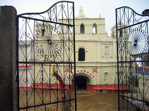 Catedral principal del municipio de San Mateo Ixtatán, Huehuetenango, Guatemala.