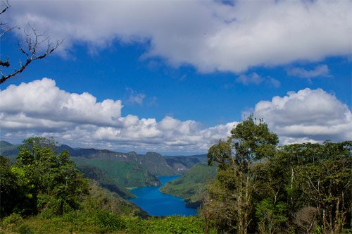 Área montañosa en los alrededdores de Laguna Brava, Huehuetenango