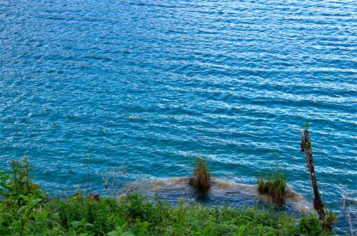 Movimiento en las aguas de Laguna Brava, Nentón, Huehuetenango