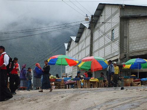 Mercado central de San Mateo Ixtatán, Huehuetenango. (Año 2010)