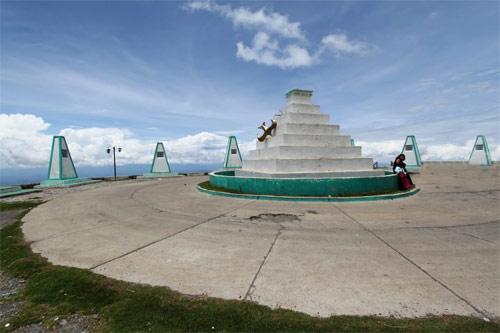 Piedras con poema grabado en Mirador Juan Diéguez Olaverri, Huehuetenango