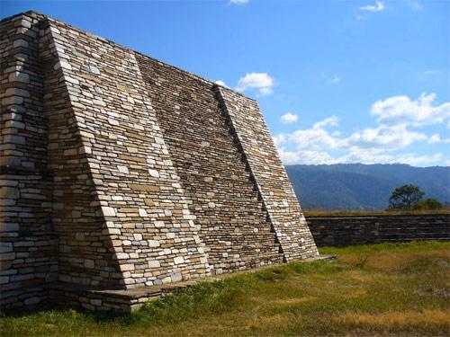Edificación en Mixco Viejo, San Martín Jilotepeque, Chimaltenango