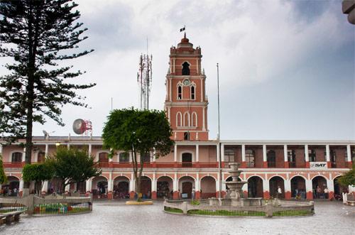 Palacio Municipal en Plaza de Armas, Huehuetenango, Huehuetenango