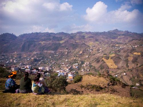 Vista desde las altas tierras de San Mateo Ixtatán, Huehuetenango hacia la Sierra de los Cuchumatanes.