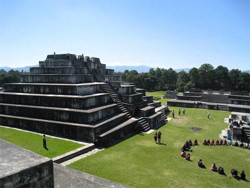 Edificaciones en Parque Arqueológico Zaculeu, Huehuetenango, Huehuetenango, Guatemala