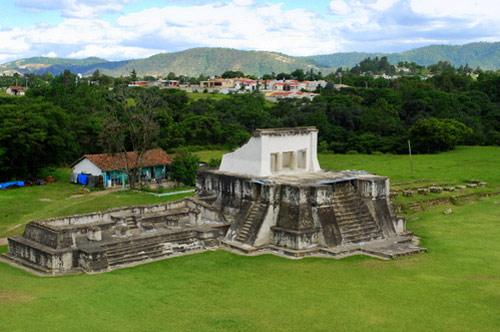 Estructura 4 del Parque Arqueológico Ruinas de Zaculeu, Huehuetenango, Huehuetenango, Guatemala