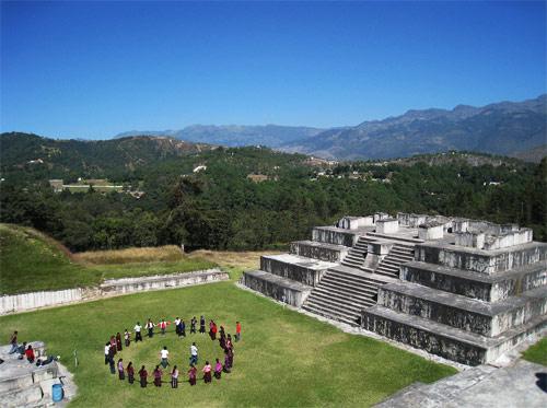 Palacio principal en Zaculeu, Huehuetenango, Huehuetenango. Ritual maya