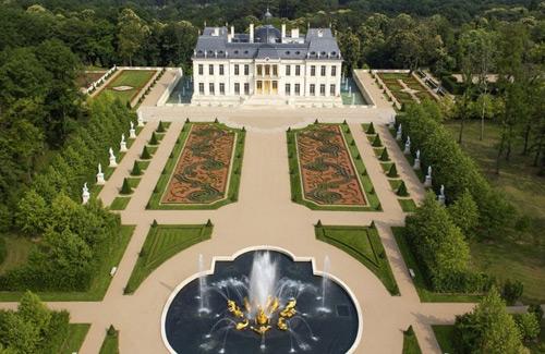 Jardin y fuentes de la casa mas cara del mundo