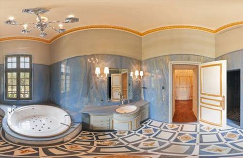 Baños en la mansion mas cara del mundo