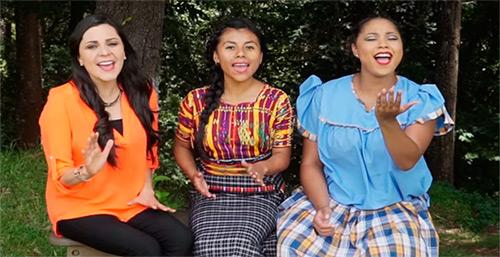 Un grupo de guatemaltecos interpretan el Himno Nacional de Guatemala en una nueva versión.