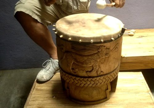 Huehuetl - Instrumento musical maya