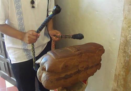 Tunkul - Instrumento musical ancestral de Guatemala