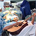 Toca su instrumento musical mientras le realizan una operación de 7 horas.