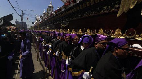 Inicia la Semana Santa con procesiones, alfombras y otras actividades
