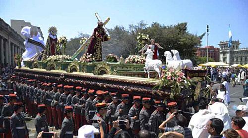 Cuarto Domingo de Cuaresma se reviste de fervor con cortejos procesionales