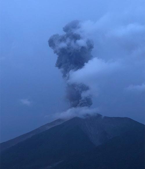 Insivumeh registra fuerte actividad explosiva del Volcán de Fuego