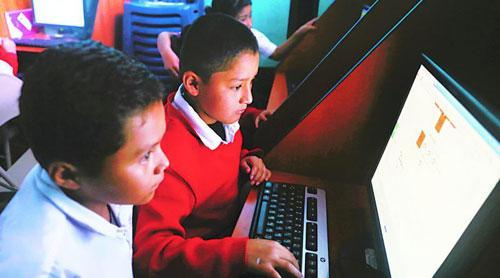 Abrirán mil salones de computación en Guatemala